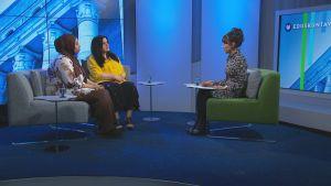 Kolme naista tv-studiossa.
