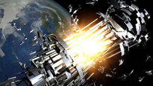 Piirroskuva leimahduksesta, joka repii satelliitin kahtia ja sinkoaa romua ympäristöön. Taistalla häämöttää maapallo.