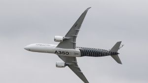 Airbus A350 -kone Berliinin ilmailunäytöksessä.