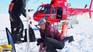 Madi Gamble Rosevear työskentelee tiimin kanssa Totten-jäätiköllä.