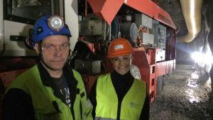 Toni Tikkanen ja prinsessa Victoria kaivostyömaalla Tukholmassa.