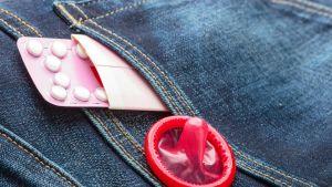 Ehkäisypillereitä ja kondomi.