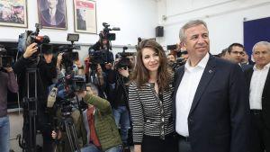 Mansur Yavas ja hänen tyttärensä Armagan Yavas.