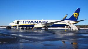 Ryanairin lentokone Lappeenrannan lentokentällä