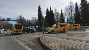 Kaksi henkilöautoa kolaroi lähellä Saarijärven keskustaa maanantaina.