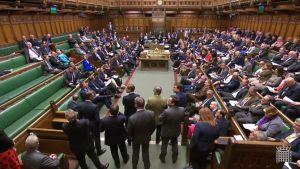 Kuvaa Britannian parlamentin Brexit-äänestyksestä maanantai-illalta 1. huhtikuuta.