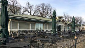 Cafe Jazz Porin Etelärannassa.