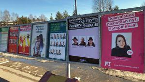 Vaalimainontaa Rovaniemellä 2019, Feministinen puolue ja Piraattipuolue.