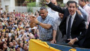 Juan Guaidó puhui kannattajilleen Caracasissa 28. maaliskuuta.