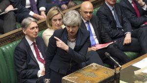 Pääministeri Theresa May kuvattuna parlamentin istunnossa Lontoossa 3. huhtikuuta.