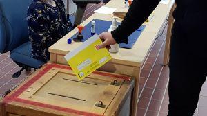 Ennakkoäänestys eduskuntavaaleissa.