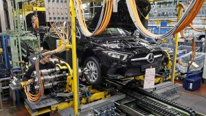 Mersu tuotannossa Daimlerin tehtaalla Rastattissa, Saksassa.