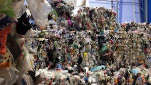 Muovipaaleja Riihimäen muovijalostamolla.
