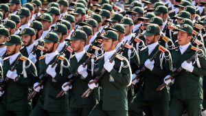 Iranin kansalliskaartin joukkoja kuvattuna vuosittaisessa sotilasparaatissa 22. syyskuuta 2018, joka juhlistaa Iranin ja Irakin sodan päättymistä.