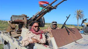 Taistelijoita kerääntyi Libyan pääkaupungin Tripolin liepeille viikonloppuna. Päällikkö Khalifa Haftar on kutsunut kaikkia lhänelle uskollisia liittymään Tripolin valtausyritykseen.