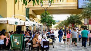 Kävelykatu Dubain Jumeirahissa.