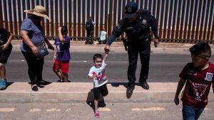 Rajavartiat suorittivat turvallisuusoperaatiota rajalla Mexicalissa ennen Yhdysvaltain presidentti Donald Trumpin saapumista Calexicoon, rajan toiselle puolelle 5. huhtikuuta.