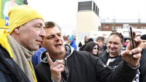 Perussuomalaisten puheenjohtaja Jussi Halla-aho PS:n vaalimarkkinoilla Tikkurilan vanhalla torilla Vantaalla 31. maaliskuuta 2019.