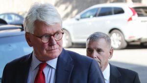 Juristi Gregory Craig kuvattuna lokakuussa vuonna 2017 saapuessaan oikeusistuntoon Washingtonissa.