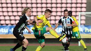 Lauri Ala-Myllymäki (Ilves) v Jonas Häkkinen (VPS).