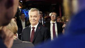 Antti Rinne SDP:n vaalivalvojaisissa.