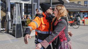 Jämsän edustajakaksikko Piritta Rantanen (SDP) ja Jouni Kotiaho (PS) löysivät yhteisen sävelen heti vaalien jälkeen.