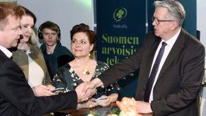 Keskustan Antti Kaikkonen,  puoluesihteeri Riikka Pirkkalainen, Hannakaisa Heikkinen ja Juha Rehula  puolueen vaalivalvojaisissa Helsingissä 14. huhtikuuta 2019.