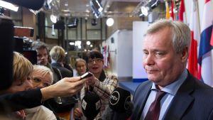 Antti Rinne (sd.) osallistui valtiovarainministerinä euroryhmän kokoukseen Brysselissä helmikuussa 2015.
