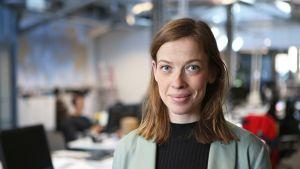 Li Andersson Yle Turun toimituksen tiloissa.