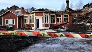 Tulipalossa tuhoutunut Kempeleen pappila 17.4.2019.