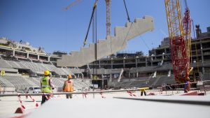 Kaikkien Qatarin jalkapallostadionien on määrä valmistua kaksi vuotta ennen MM-kisojen alkua.