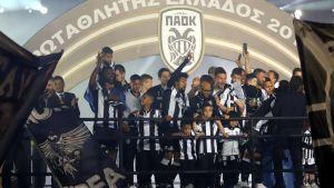 PAOK Thessaloniki juhlii mestaruutta.