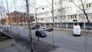 Keväinen aamu Joensuun keskustassa.