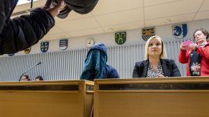 Miestä vastaan on nostettu syytteet törkeästä lapsen seksuaalisesta hyväksikäytöstä ja törkeästä raiskauksesta.