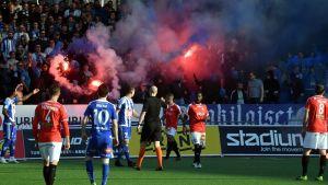 Soihdut paloivat HJK-kannattajien katsomossa