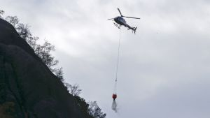 Maastopaloa sammutettiin helikopterilla Sokndalissa