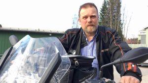 Kajaanin MotoClubin puheenjohtaja Kimmo Vuorela