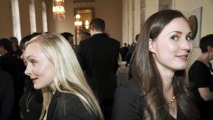 Vihreiden Maria Ohisalo ja SDP:n Sanna Marin puhemiehen vastaanottotilaisuudessa eduskunnan valtiosalissa valtiopäivien avajaisissa
