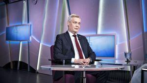 Antti Rinne Ykkösaamun vieraana lauantaina 27. huhtikuuta.