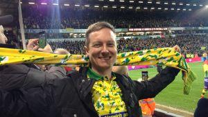 Ian Davenport juhlii stadionilla.