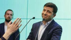 Politiikassa kokematon Volodymyr Zelenskyi voitti Ukrainan presidentinvaalit viikko sitten.