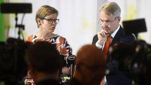 Vihreiden eduskuntaryhmän puheenjohtaja Krista Mikkonen ja puheenjohtaja Pekka Haavisto.