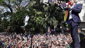 Juan Guaido puhuu kannattajilleen Caracasissa