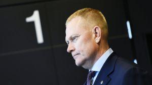 Karjalan lennoston entinen komentaja Markus Päiviö Helsingin hovioikeudessa torstaina.