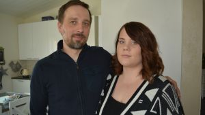 Hanna ja Mika Lindbergin uudessa kodissa palovaroittimia on enemmän kuin asetus määrää.