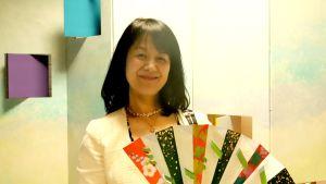 Fujiko Aben tekemiä japanilaisia viuhkoja on esillä Emil Cedercreutzin museossa Harjavallassa.