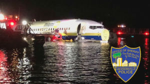 lentokone vedessä