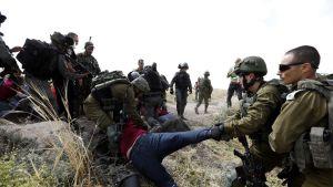 Israelin joukot pidättivät aktivisteja perjantaina. Mielenosoituksessa vastustettiin palestiinalaisten asuntojen tuhoamista.