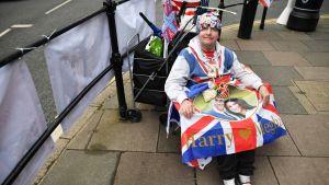 Kuninkaallisten superfani John Loughery odotti malttamattomana vauvauutisia Windsorissa viime perjantaina.