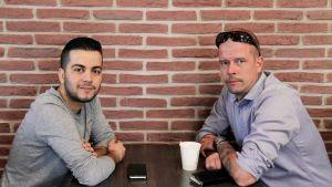 Shihab Ahmed ja Antti-Jussi Hirsimäki kohtaavat Seinäjoen arabikevät -elokuvassa.